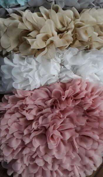 runde Blütendecke als Unterlage oder Korbfüller